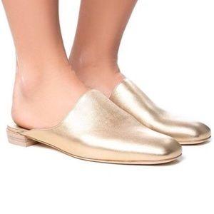 STUART WEITZMAN MULEARKY gold leather mules sz 8.5